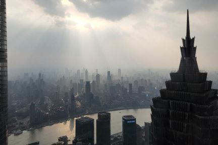 Shanghai Skyline mit Fluss Pu