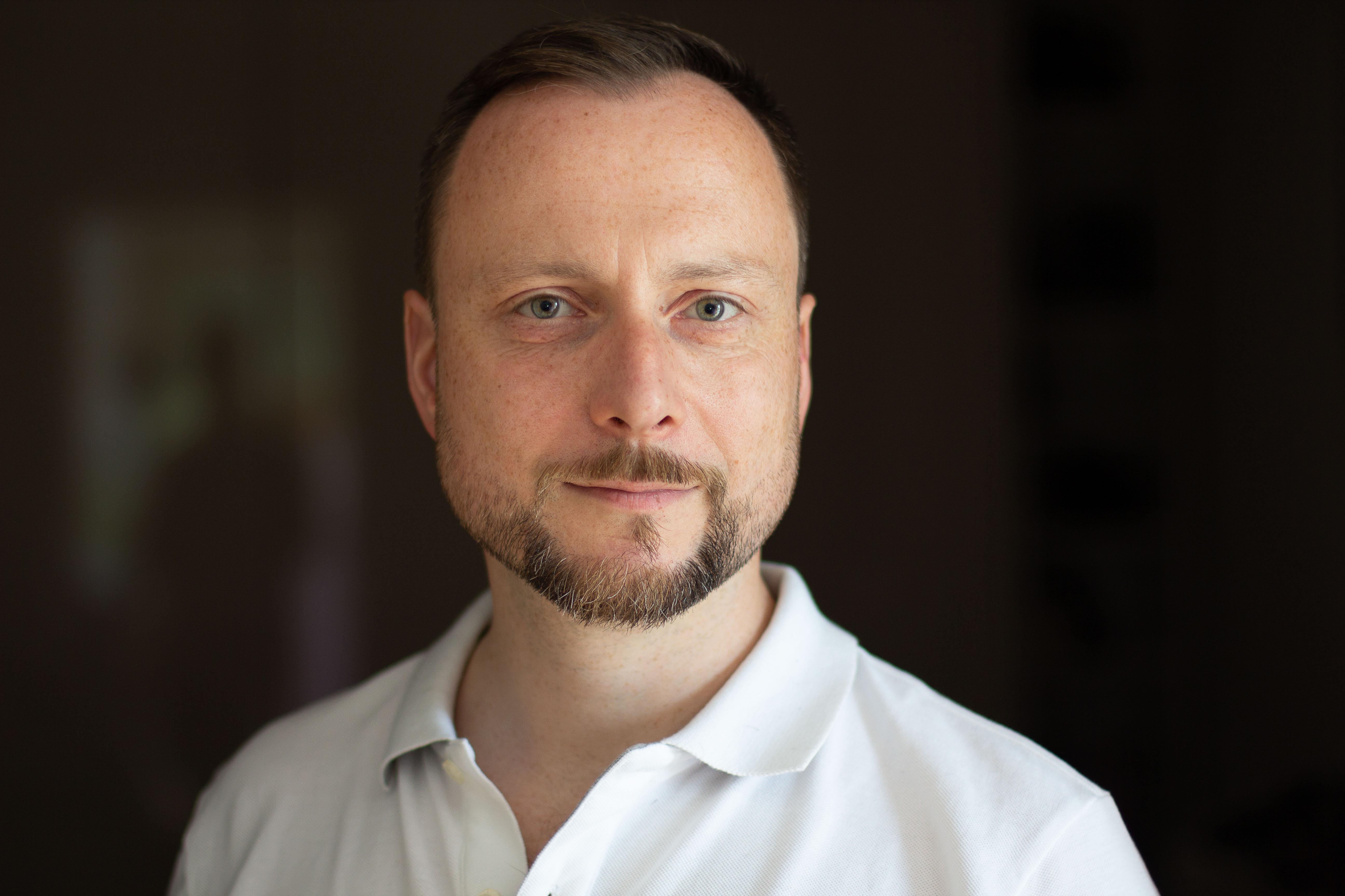 Portrait Dr. Joachim Schlosser 2018 – Variante hell/farbe