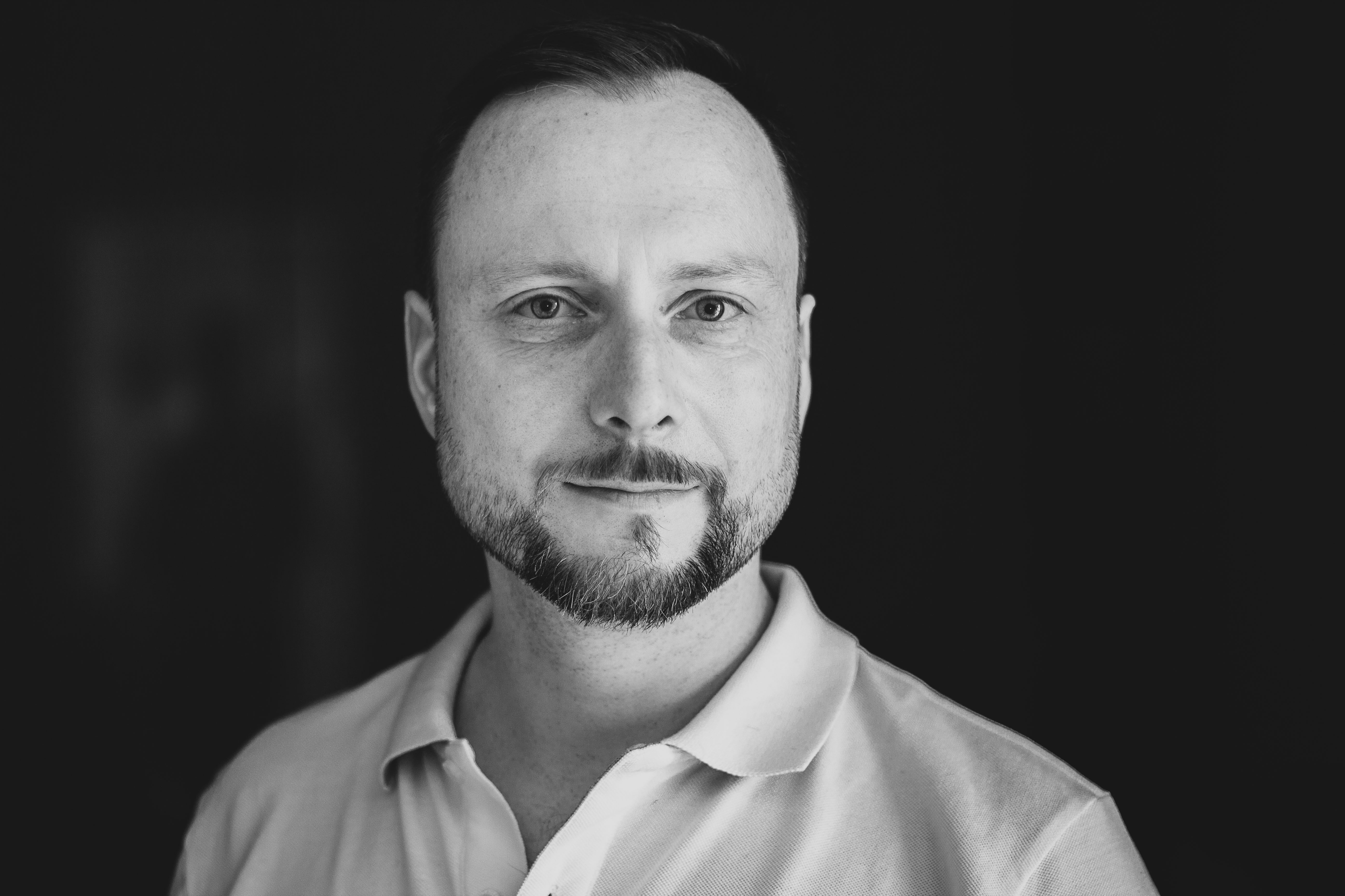 Portrait Dr. Joachim Schlosser 2018 – Variante hell/schwarzweiß