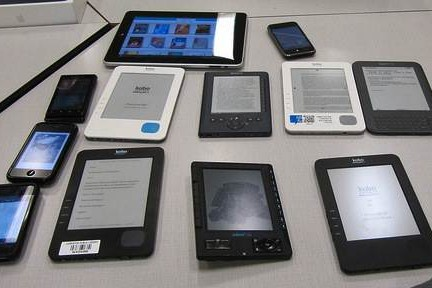 ebook readers by Cloned Milkmen on Flickr