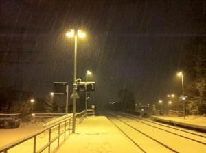 Bahnhalt im Winter